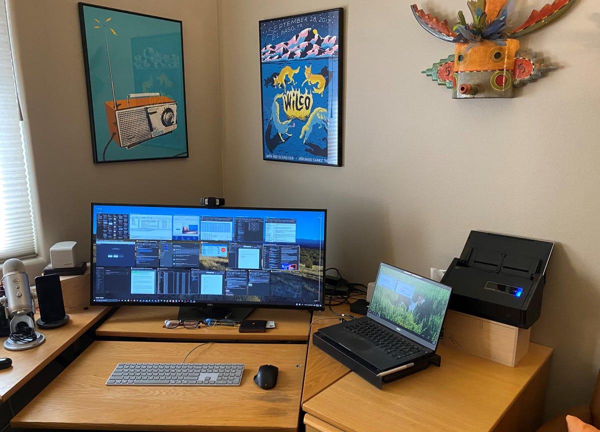 main-desk-bott-office.jpg
